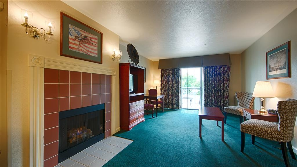 Best Western Clovis Cole - Enjoy your stay in our king suite with a cozy sitting area near the fireplace.