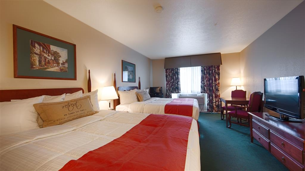 Best Western Clovis Cole - Sink into the comfort of our plush mattresses in our 2 queen bed guest room.