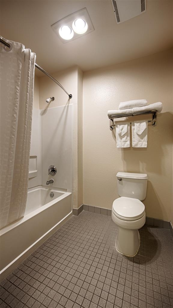 Best Western Clovis Cole - Enjoy getting ready for a day of adventure in this fully equipped guest bathroom.