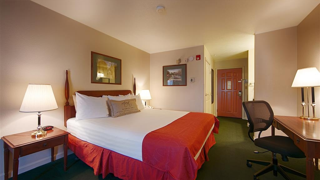 Best Western Clovis Cole - This cozy guest room meets your every need.