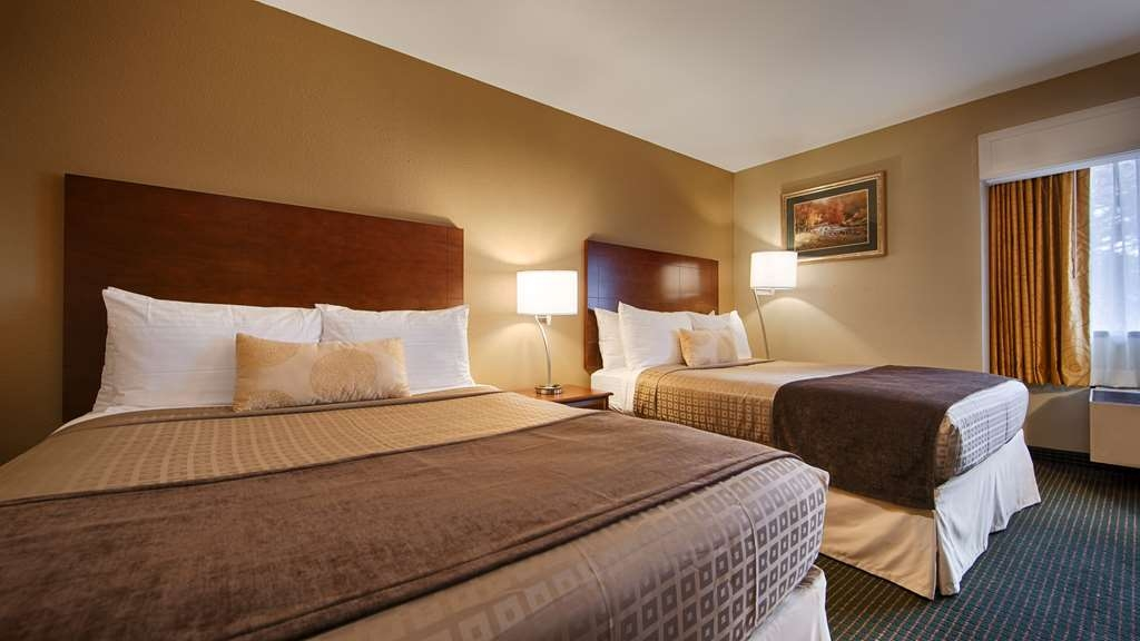 Best Western John Muir Inn - Make yourself at home in our two double bed guest room.