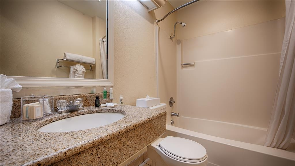 Best Western John Muir Inn - Enjoy getting ready for the day in our guest bathrooms.