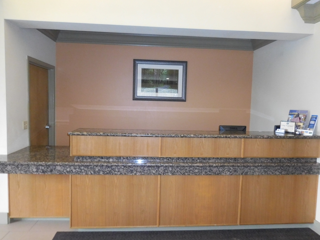 Best Western Willits Inn - Begin your stay by visiting our front desk.