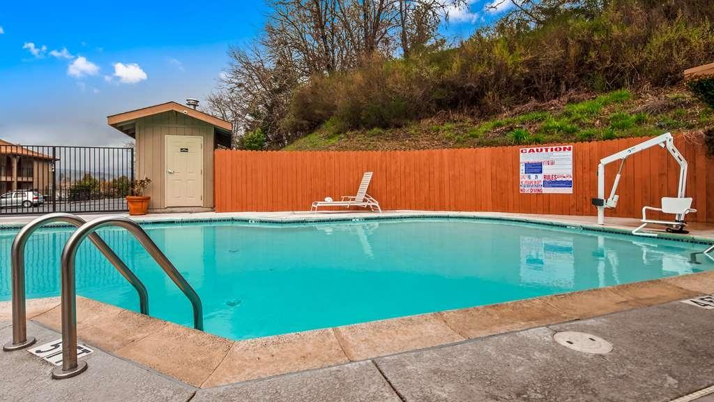 Best Western Willits Inn - Vista de la piscina