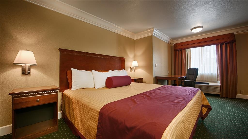 Best Western Willits Inn - Make yourself at home in our king suite.