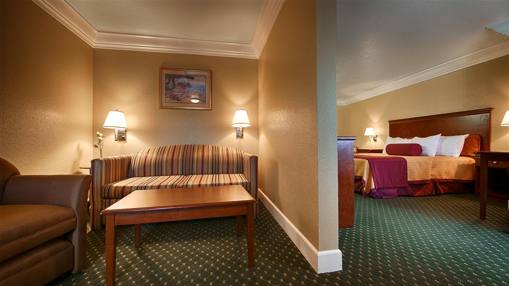Best Western Willits Inn - Stretch out and relax in the king suite living room.