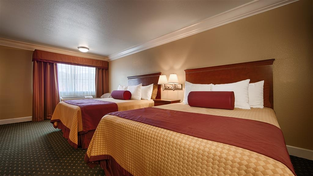 Best Western Willits Inn - Live in true luxury when you book a two queen guest room.