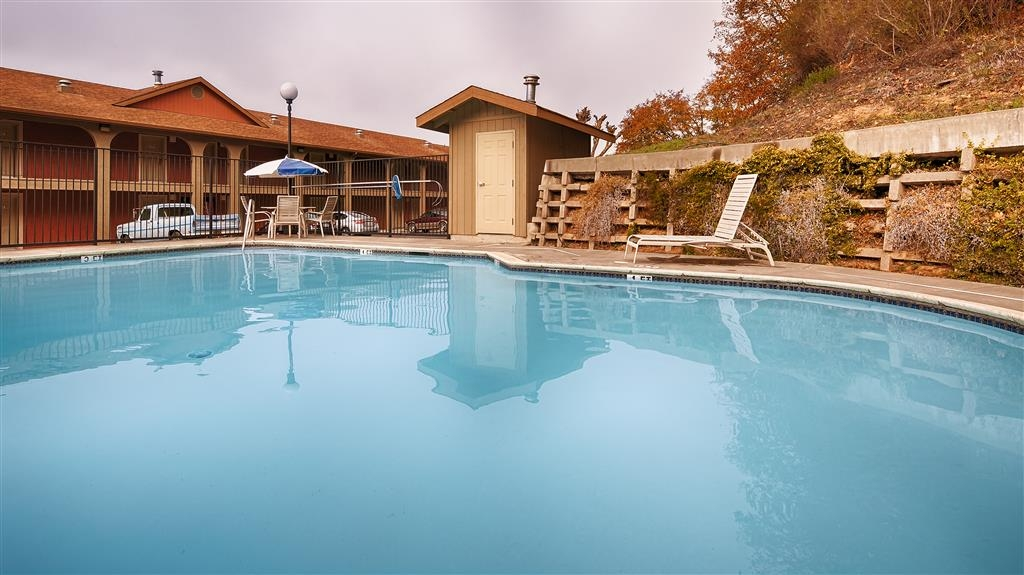 Best Western Willits Inn - Take a refreshing dip in our outdoor pool.