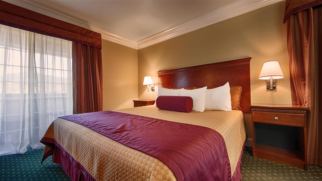 Best Western Willits Inn - Make yourself at home in our King guest room.