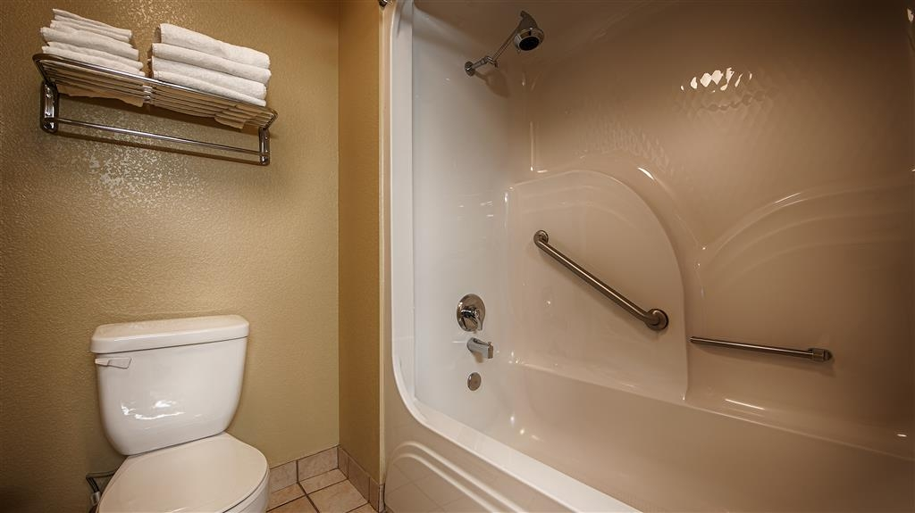 Best Western Willits Inn - Enjoy getting ready in our guest bathrooms!