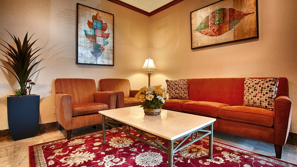 Best Western Los Angeles Worldport Hotel - Relax in our hotel lobby.