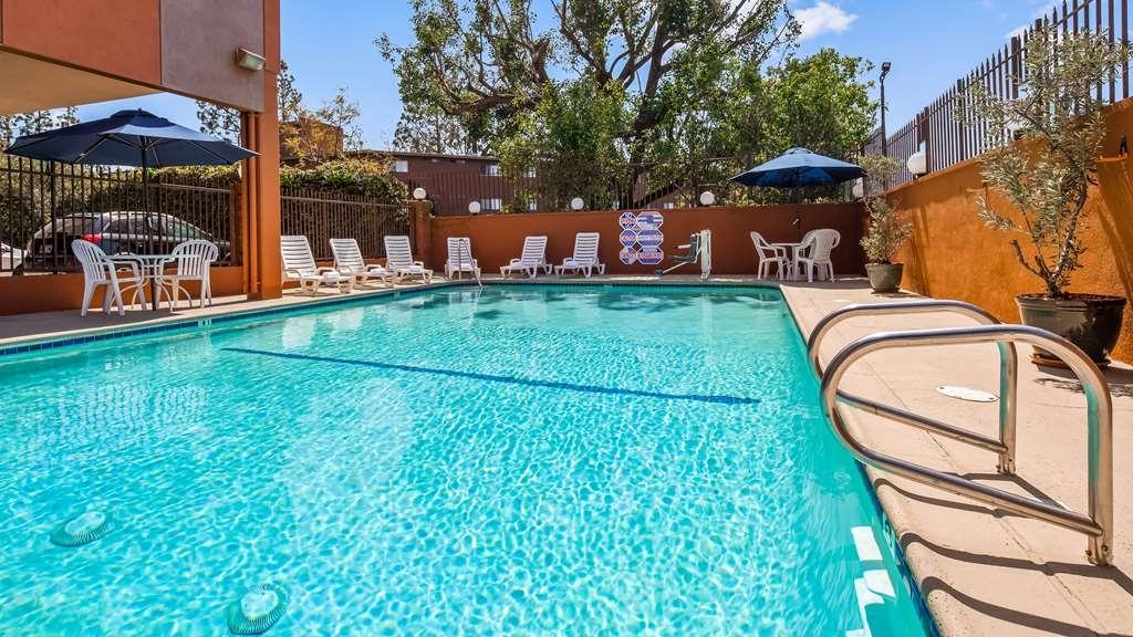 Best Western Los Angeles Worldport Hotel - Vista de la piscina