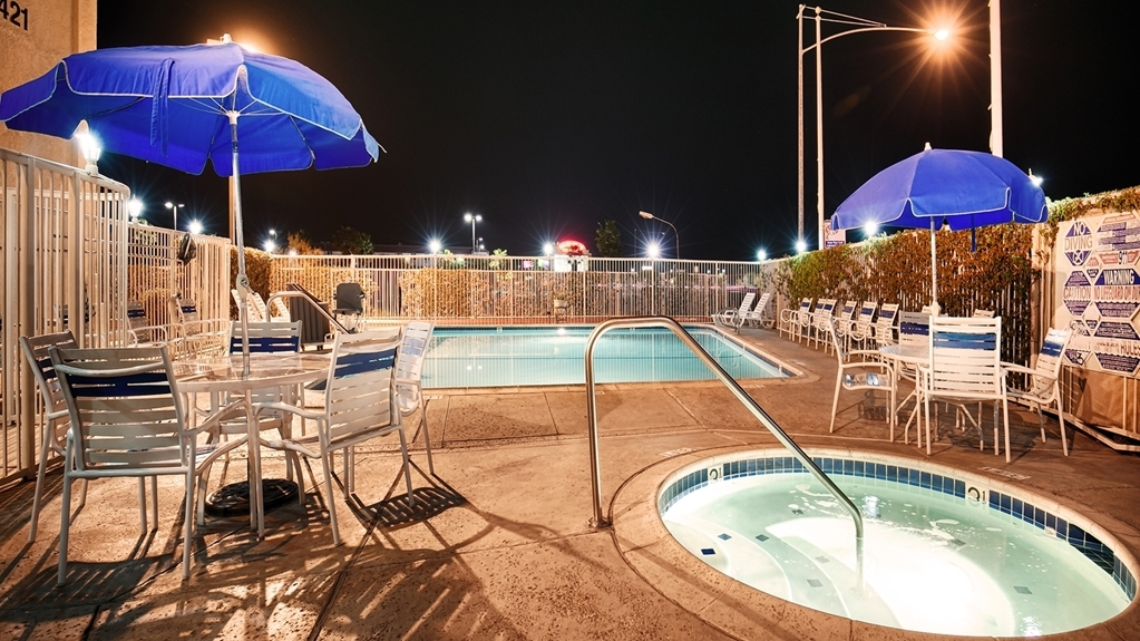 Best Western John Jay Inn - Take a well-deserved break in our relaxing hot tub.