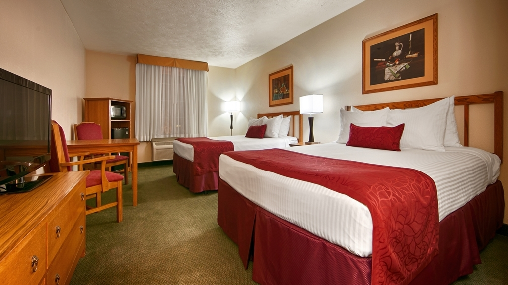 Best Western John Jay Inn - If you're traveling with your family or group of friends, opt for our Two Queen Guest Room.