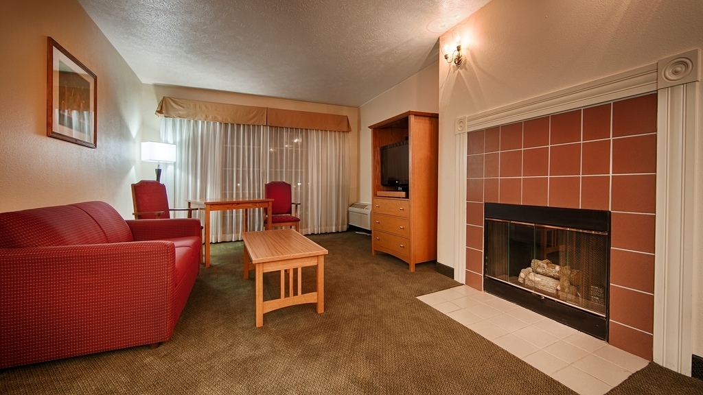 Best Western John Jay Inn - Upgrade yourself to our guest suite with a fireplace for added comfort during your stay.