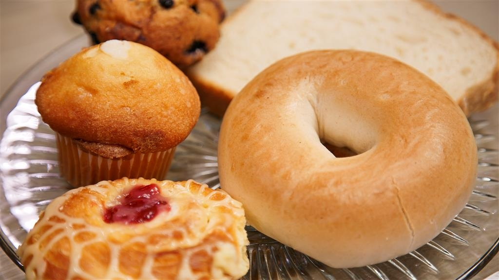 Best Western Exeter Inn & Suites - Enjoy a balanced and delicious breakfast with choices for everyone.