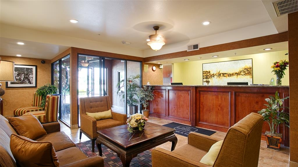 Best Western Exeter Inn & Suites - Begin your stay by visiting our Lobby