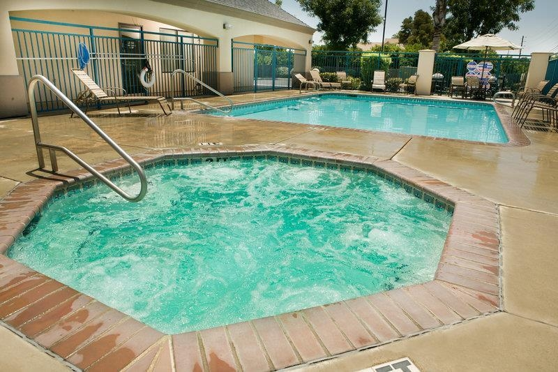 Best Western Exeter Inn & Suites - Relax with a visit to our Swimming Pool & Spa