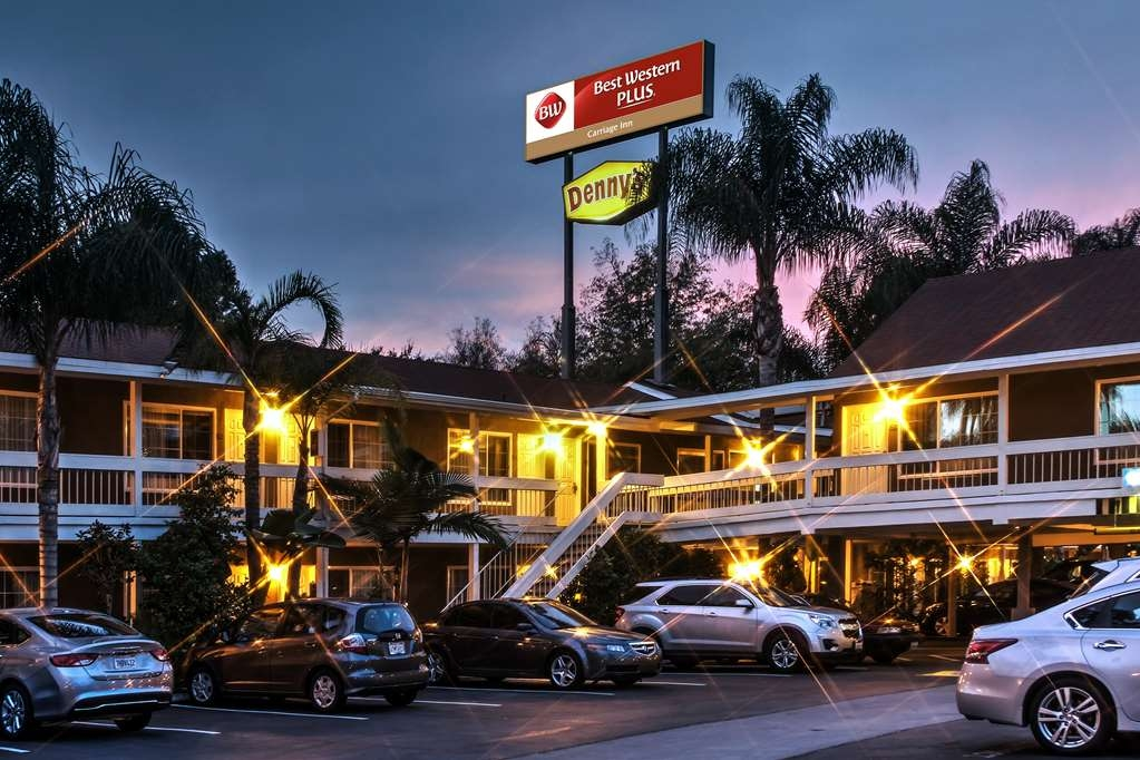 Best Western Plus Carriage Inn - Esterno