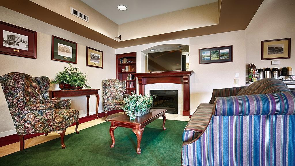 Best Western Plus Villa Del Lago Inn - Vista del vestíbulo
