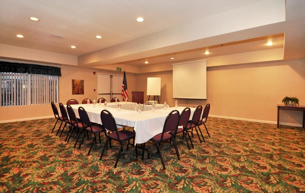 Best Western Plus Villa Del Lago Inn - We're able to create any meeting style you desire.