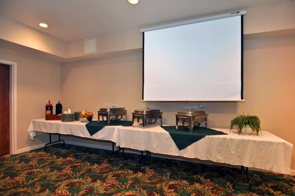 Best Western Plus Villa Del Lago Inn - Our meeting/event rooms offer catering and audio/visual equipment.