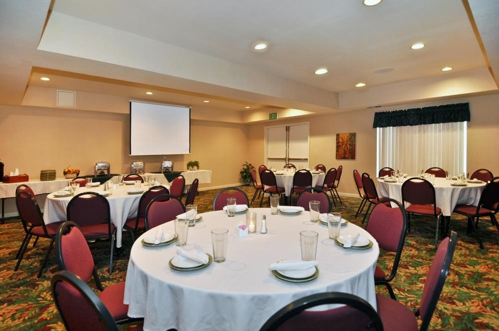 Best Western Plus Villa Del Lago Inn - Create a night to remember by having your event with us!