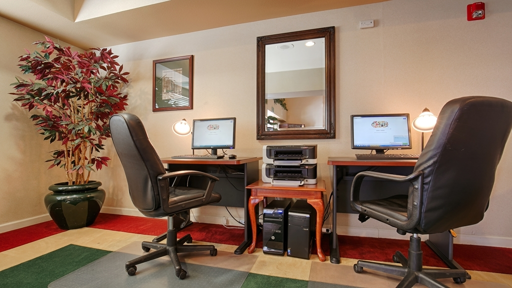 Best Western Plus Villa Del Lago Inn - Keep up with work in our Business Center