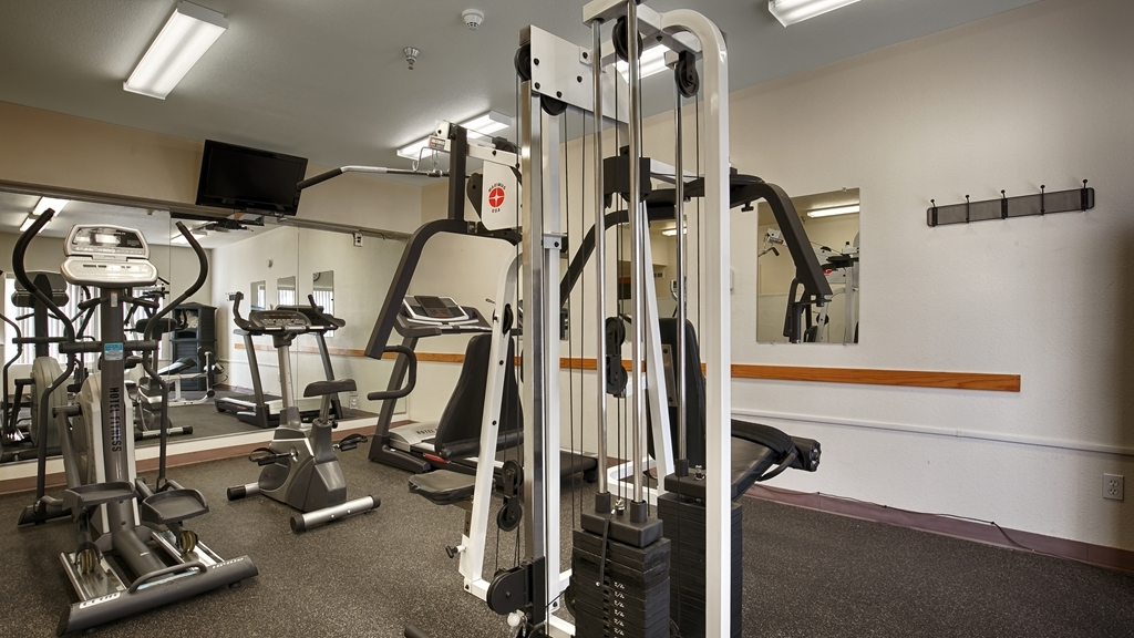 Best Western Plus Villa Del Lago Inn - Keep up with your workout routine in our Fitness Center