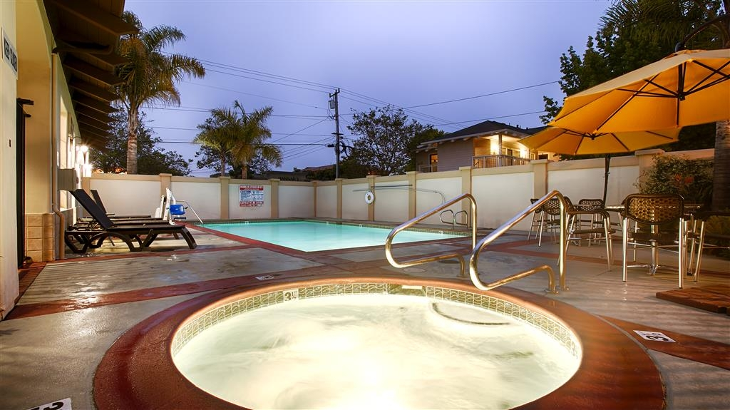 Best Western Plus Capitola By-the-Sea Inn & Suites - Abbandonati al relax nella nostra vasca idromassaggio.