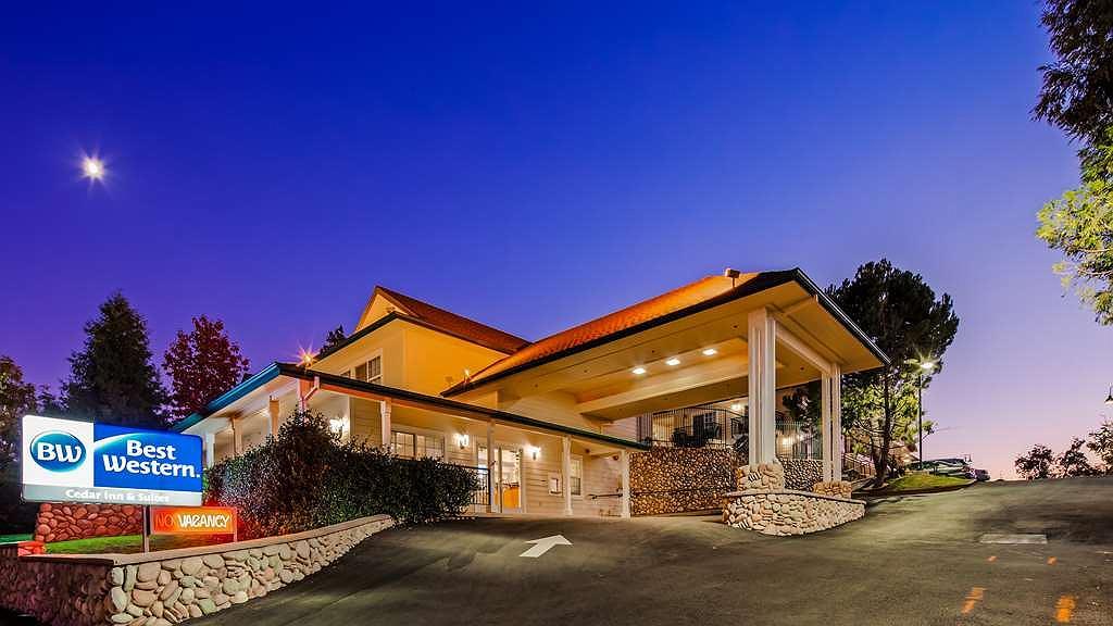 Best Western Cedar Inn & Suites - Vista exterior