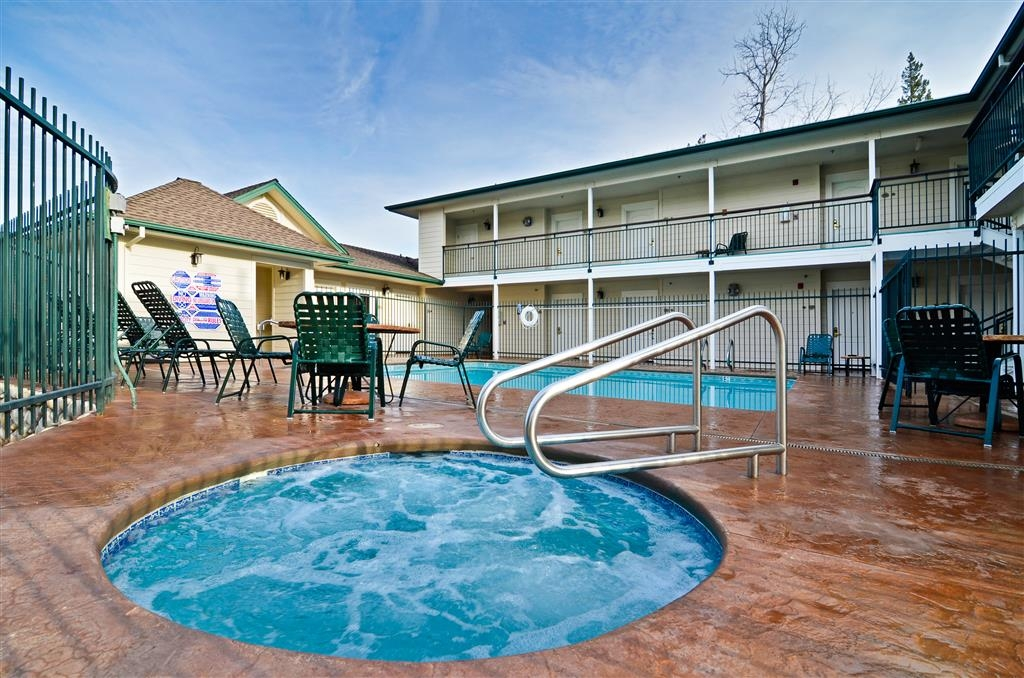 Best Western Cedar Inn & Suites - Relax in our Outdoor Hot Tub