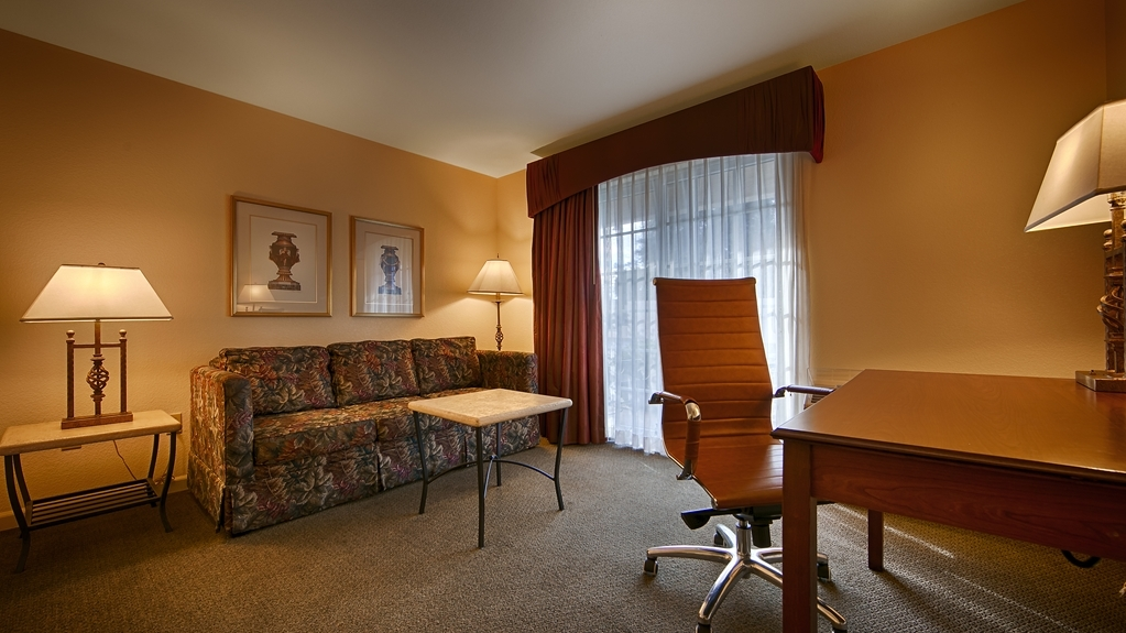 Best Western Cedar Inn & Suites - Stretch out and relax in the King Suite Living Room