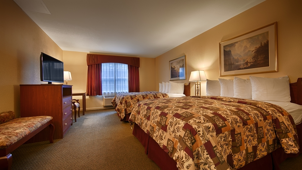Best Western Cedar Inn & Suites - Make yourself at home in our Two Queen Guest Room