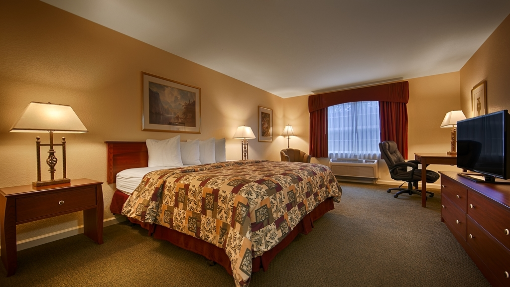 Best Western Cedar Inn & Suites - Sink into our comfortable beds each night and wake up feeling completely refreshed.