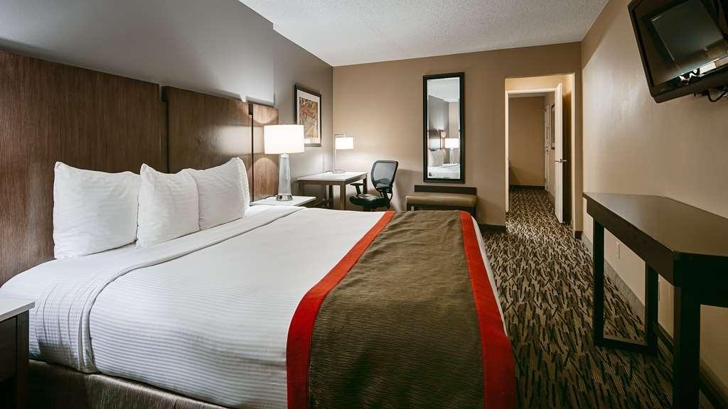 Best Western Los Alamitos Inn & Suites - King Suite - Bedroom area.
