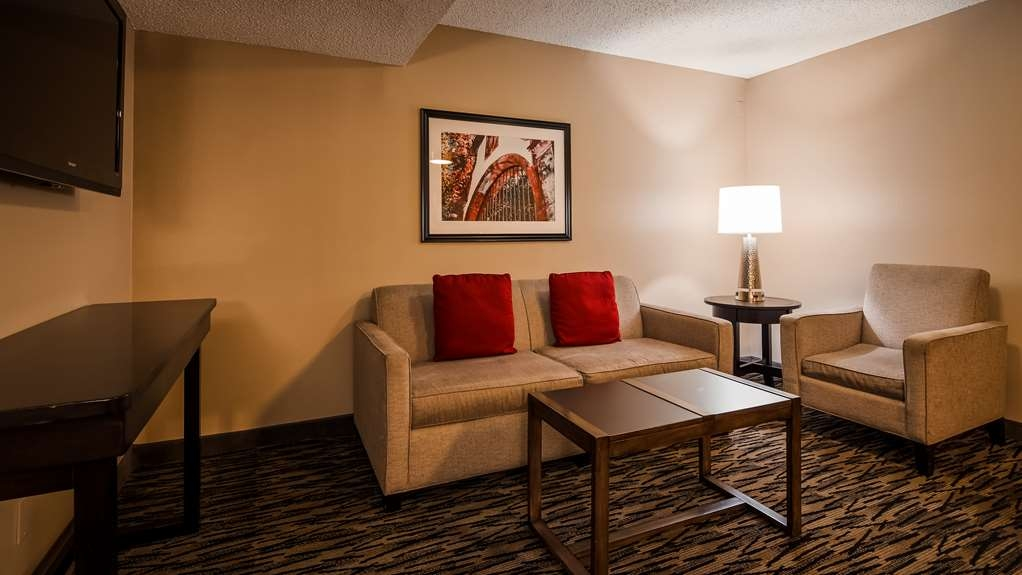 Best Western Los Alamitos Inn & Suites - If you're looking for a little extra space to stretch out and relax, book our Executive Suite. This suite has everything an apartment would offer!