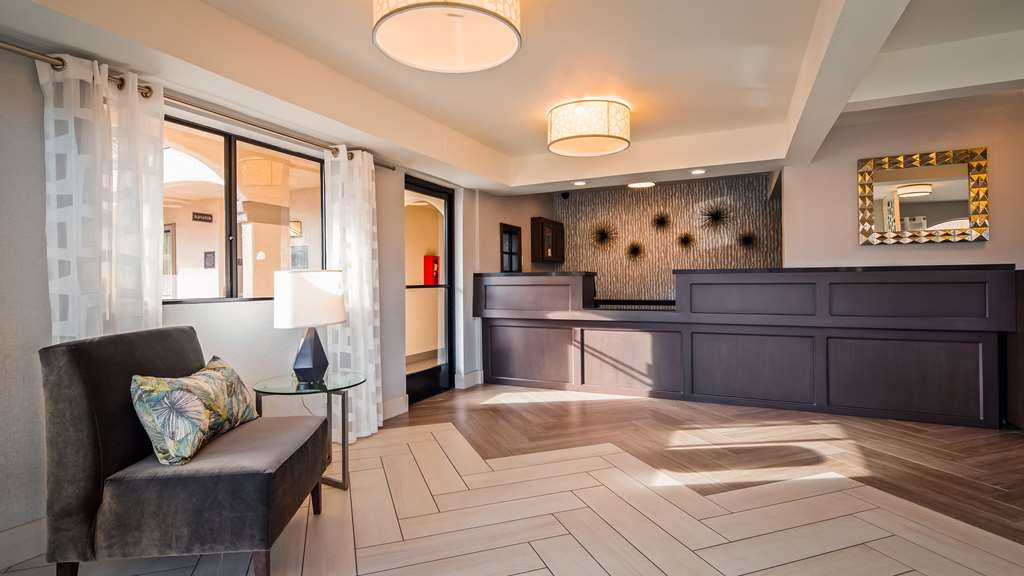Best Western Los Alamitos Inn & Suites - First impressions are the most important, and our chic newly renovated lobby is no exception to that rule.