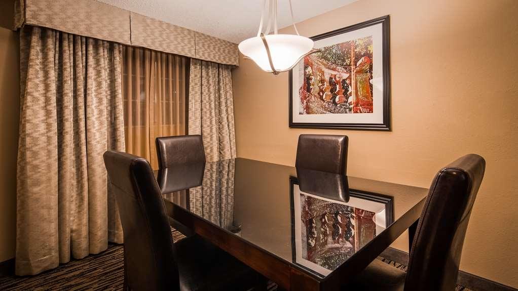 Best Western Los Alamitos Inn & Suites - Executive Suite - Dining room area.