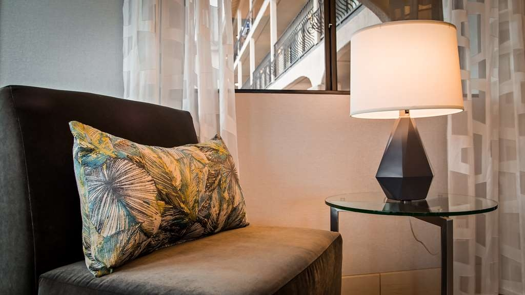 Best Western Los Alamitos Inn & Suites - Lobby seating