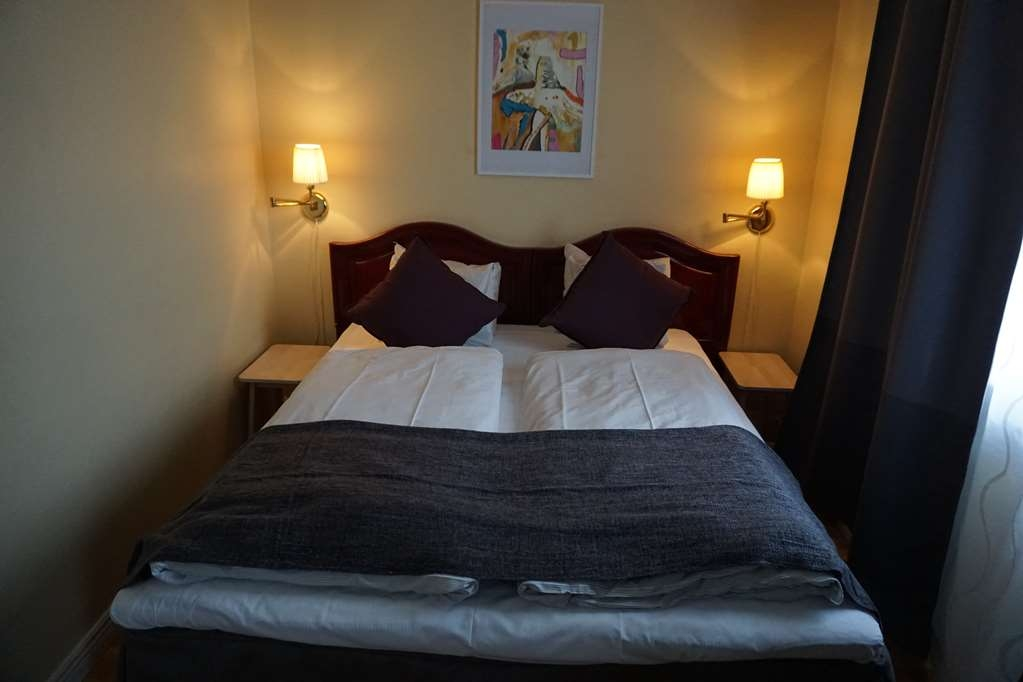 Sure Hotel by Best Western Savoy Karlstad - Guest Room with One Queen Size Bed