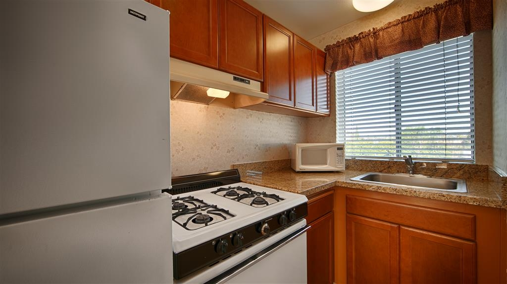 Best Western Lamplighter Inn & Suites at SDSU - Find comfort and convenience in our studio suite with a kitchen. Pictured here is the full kitchen with standard sized appliances.