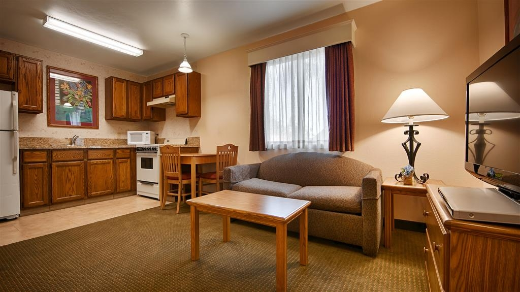 Best Western Lamplighter Inn & Suites at SDSU - Suite