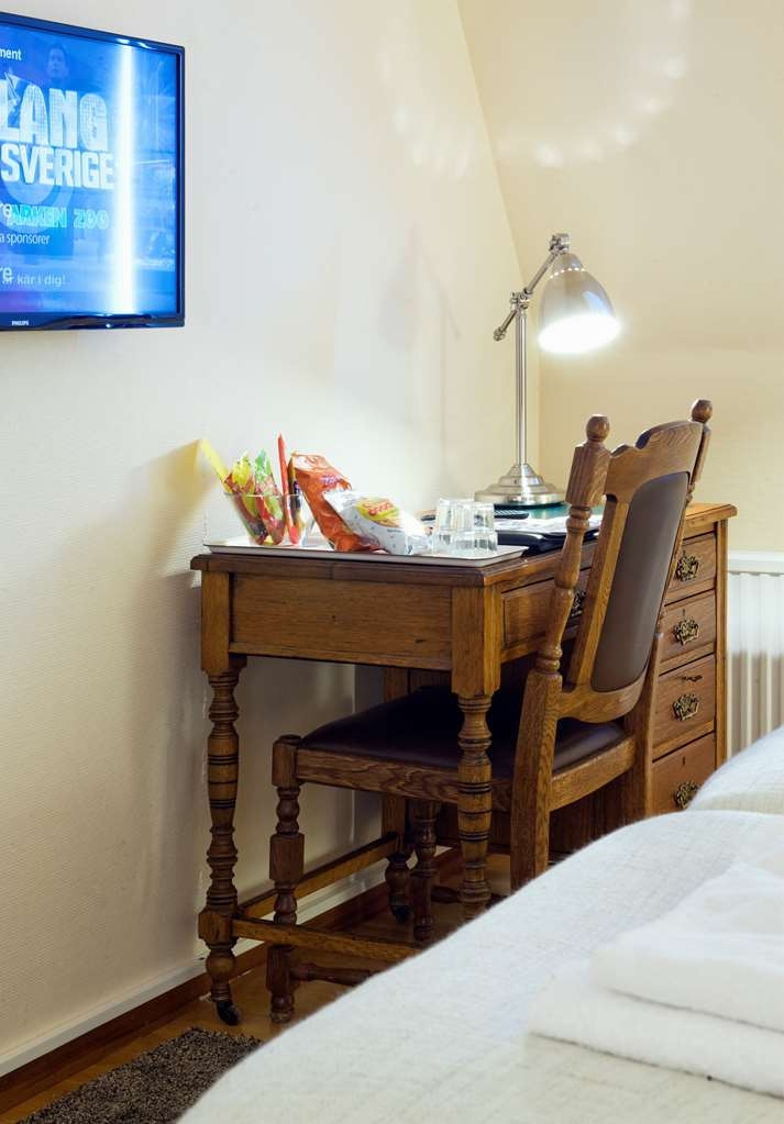 Sure Hotel by Best Western Ojaby Herrgard - Desk in Deluxe Guest Room with One King Size Bed