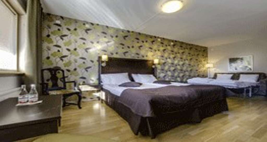 Sure Hotel by Best Western Radmannen - Superior Room with One King Size Bed, a Sofabed and a Jacuzzi®