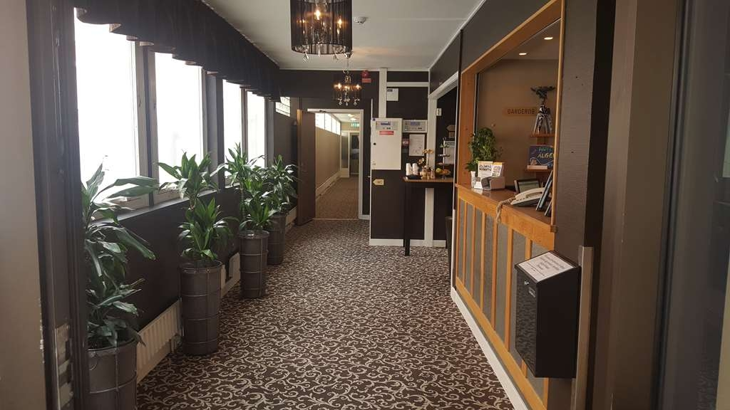 Sure Hotel by Best Western Algen - Reception Desk