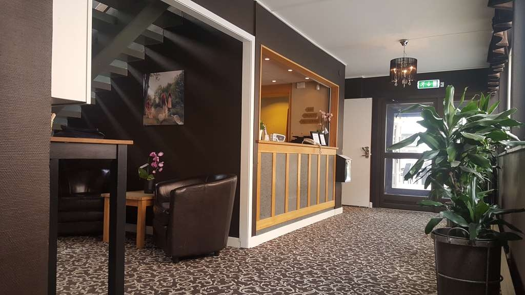 Sure Hotel by Best Western Algen - Sure Hotel by Best Western Algen Reception Desk