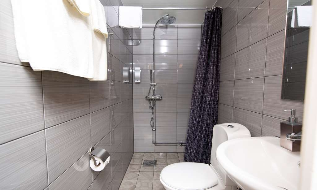 Sure Hotel by Best Western Algen - Standard Guest Bathroom