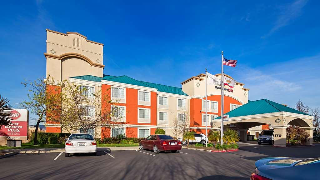 Best Western Plus Airport Inn & Suites - Area esterna