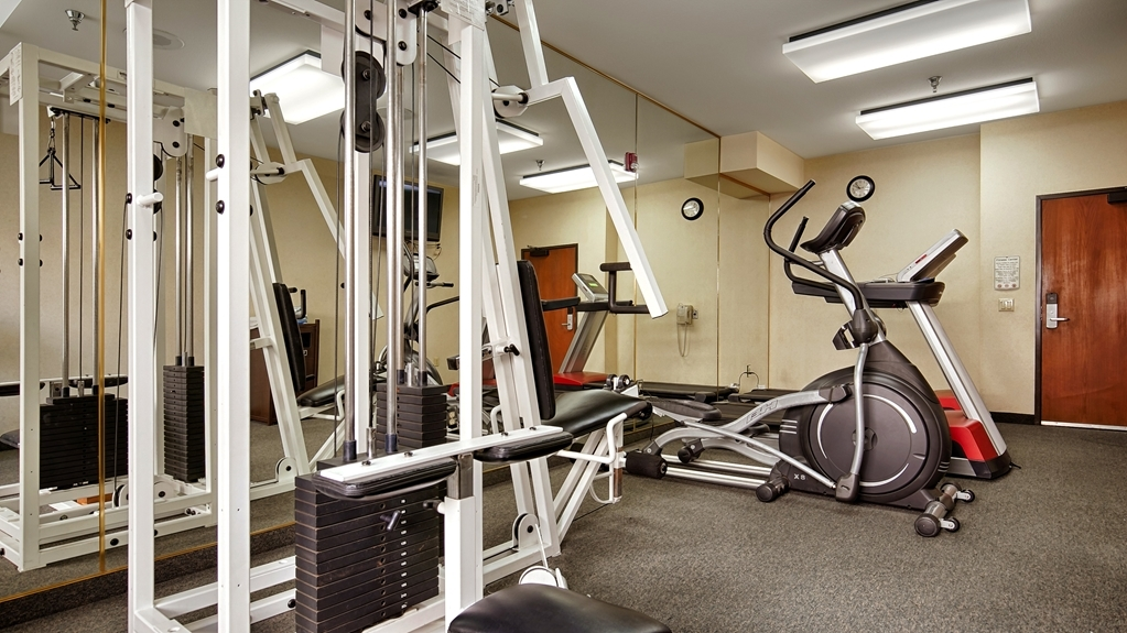 Best Western Plus Airport Inn & Suites - Keep up with your workout routine in our fitness center.